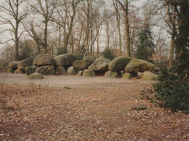 Het Hunebed centrum in Borger, gemaakt door mensen uit de Prehistorie zo'n 5500 jaar geleden en in 1970 opgegraven
