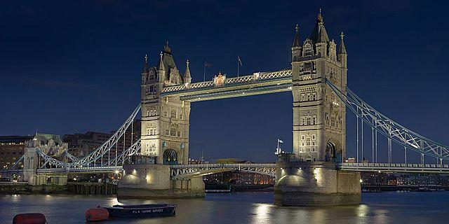 Tower Bridge London, ontworpen door George D
