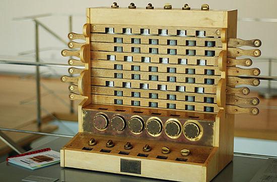 "Blaise Pascal construyó la máquina que sumaba (La ""Pascalina"")"