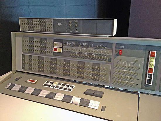 Serie 7000 de mainframes IBM