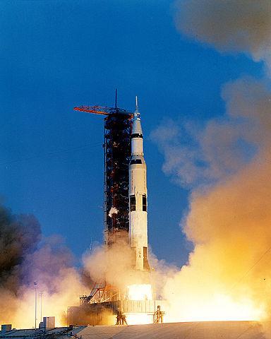 משוגרת החללית אפולו 13