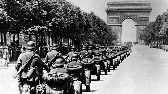 מלחמת העולם השנייה: גרמניה פולשת להולנד, לבלגיה, ללוקסמבורג ולצרפת ובכך מתחילה המערכה על צרפת
