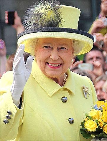 המלכה אליזבת השנייה מוכתרת בבריטניה