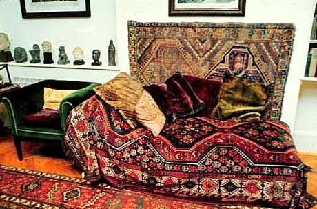 Freud Opens Clinic