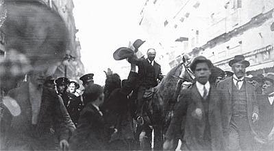 Francisco I Madero llega a la Ciudad de México.