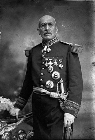 Victoriano Huerta renunció y salió del país.