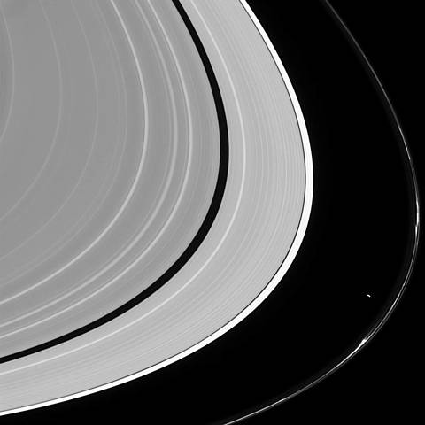 Cassini molto vicina all'anello F di Saturno.
