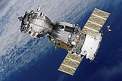 """החללית הרוסית """"סויוז 1"""", משוגרת לחלל ועליה הקוסמונאוט ולדימיר קומארוב, החללית מתרסקת יום לאחר מכן וקומורוב נספה בתאונת החלל הקטלנית הראשונה"""