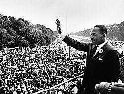 מרטין לותר קינג מוביל 3,200 אנשים בצעדה השלישית למען זכויות הפרט