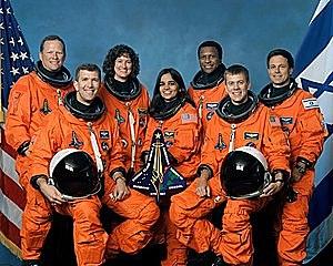 אסון מעבורת החלל קולומביה: מעבורת החלל קולומביה מתפרקת מעל לטקסס בעת שובה לכדור הארץ. כל שבעת האסטרונאוטים על המעבורת, בהם האסטרונאוט הישראלי הראשון אילן רמון, נספו.