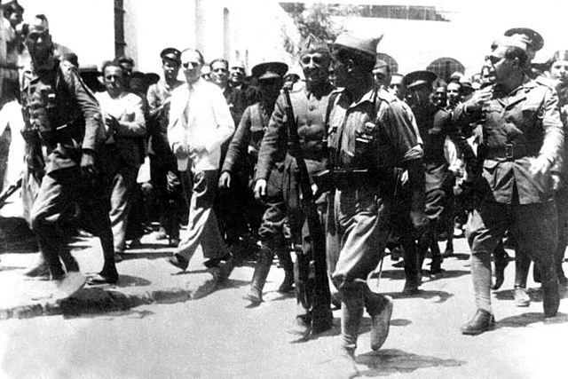 (Julio 1936) Sublevación en contra del Frente Popular y la República: comienza la rebelión militar que da lugar a la Guerra Civil.