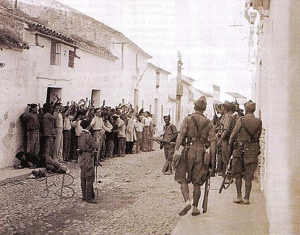 (Febrero 1937) Málaga cae en poder de los franquistas, auxiliados por tropas italianas, el día 3. La inmediata represión se cobra miles de muertos.