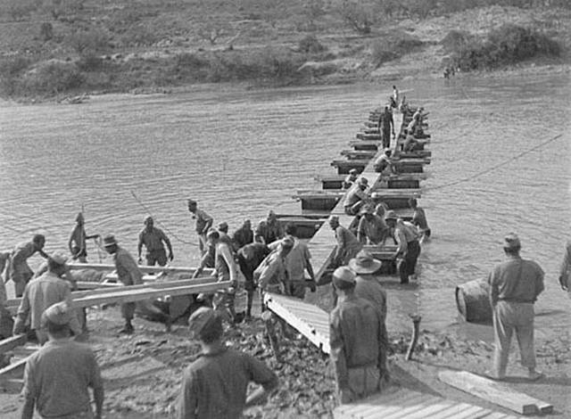 (Julio 1938) Comienza la batalla del Ebro con el avance republicano.
