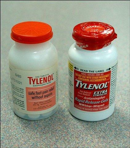 El FBI informo a Jonhson&Jonhson que se identifica seguna botella con capsulas contaminadas con cianuro, burke califico los evennamientos como {simple y puro acto de terrorismo}
