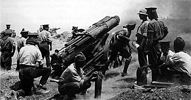 Åustria-Hongria declara la guerra a Rússia.