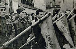 La URSS envía sus primeros equipos de ayuda a los republicanos. Llegan los primeros miembros de las Brigadas Internacionales.