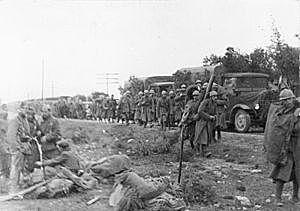 Los primeros soldados italianos, enviados por Mussolini, llegan a para ayudar a las fuerzas franquistas.
