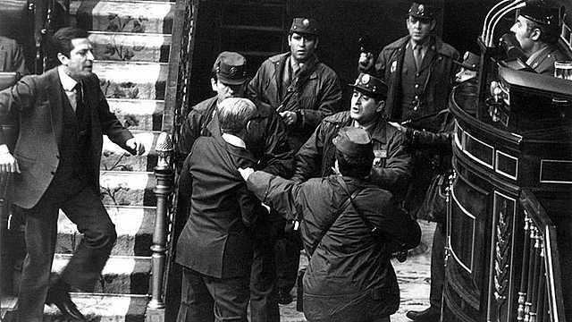 Falla el intento de golpe de estado en España (23-F)