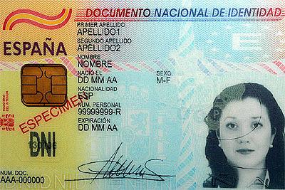 En España se pone en marcha el DNI electrónico.