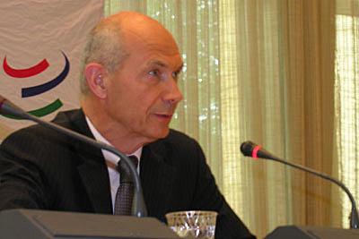 Pascal Lamy tiene que suspender las negociaciones en Ginebra.