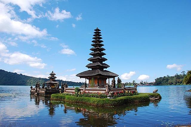 Se celebra la Novena Conferencia Ministerial en Bali.