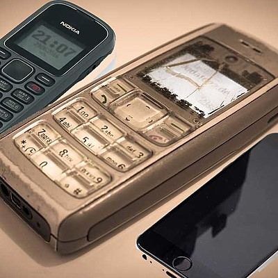 The evolution of cell phones 36 years after 1983-2019 timeline