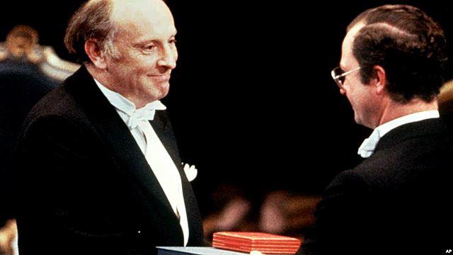 Нобелевскую премию вручают Бродскому