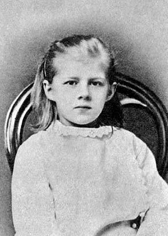 В Дрездене родилась дочь Достоевского Люба.