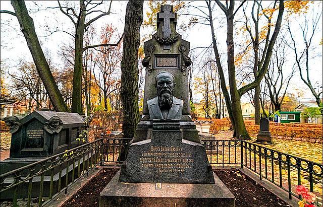 Погребение писателя на Тихвинском кладбище Александро-Невской лавры.