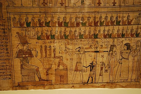 Pergamino sustituye al papiro en Europa