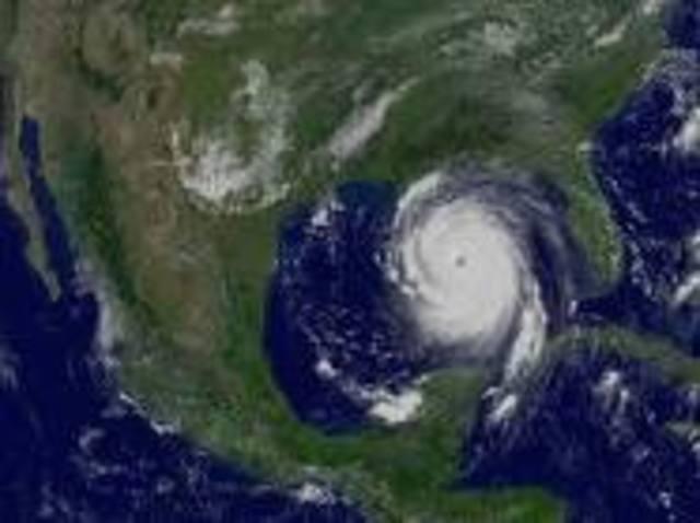 Hurricane Katrina Hits