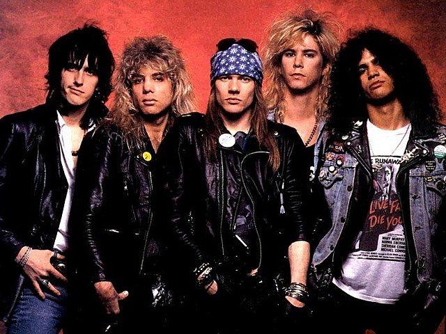 Guns n' Roses (banda estadounidense de hard rock formada en Hollywood en 1985 compuesto por:Axl Rose,Slash,Duff McKagan,Dizzy Reed,Richard Fortus,Frank Ferrer,Melissa Reese.)