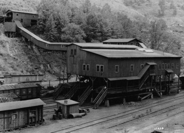 West Virginia Mine Wars Begin