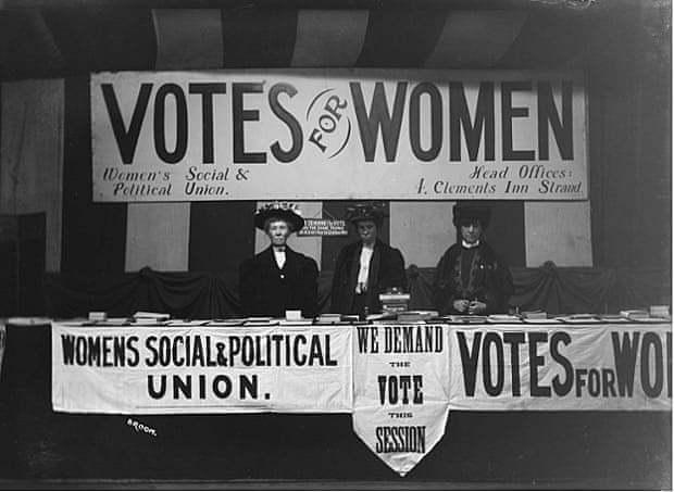Se crea la Woman's Social and Political Union, dirigida por Emmeline Pankhurst.