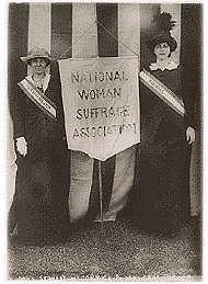Elizabeth Cady Stanton y Susan B. Anthony fundaron la Asociación Nacional pro Sufragio de la Mujer (NWSA).