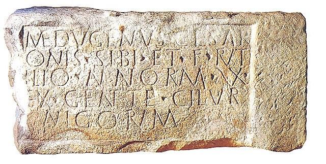 Modelo de escritura capital romana