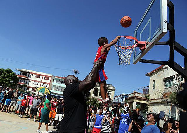 El baloncesto llega a cuba.