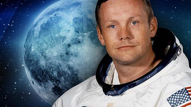 El primer hombre en pisar la luna