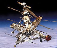 """La URSS pone en órbita la estación espacial """"Mir""""."""