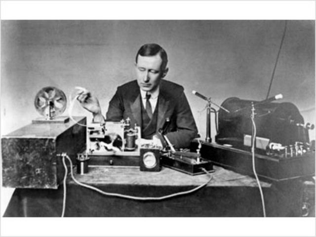Se realiza la primera comunicación trasatlántica por radio