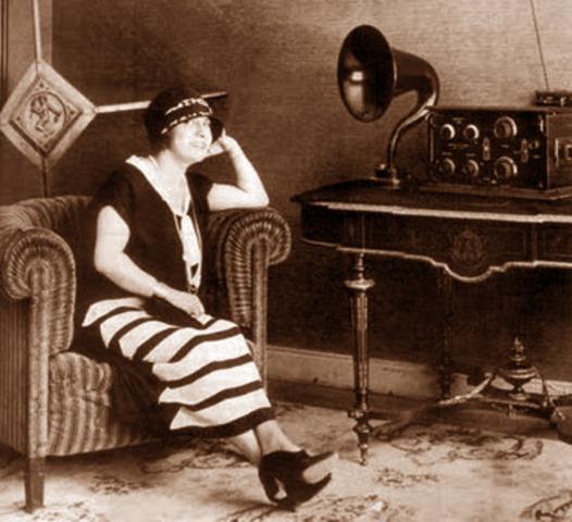 Se inicia en Francia una enseñanza universitaria por radio