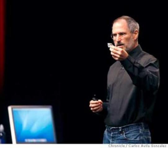 Apple Computer Inc. becomes Apple Inc.