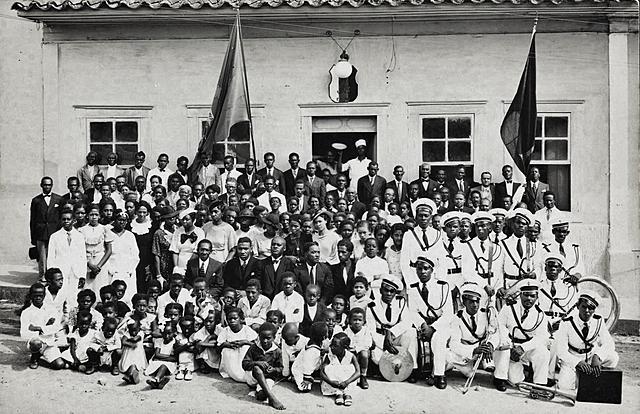 Fundação da Frente Negra Brasileira (FNB)