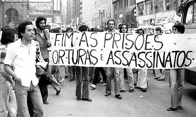Resgate a aspectos do paradigma clássico (reivindicações e protestos)