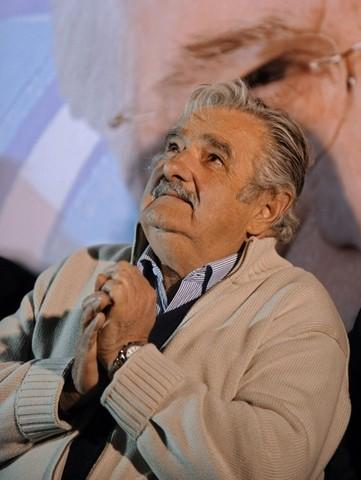 Popularidad de Mujica cae.