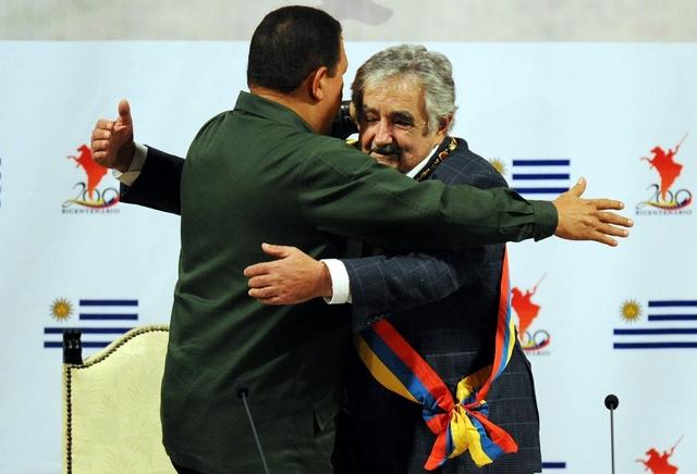 Mujica visita a Chávez.
