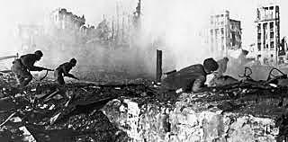 La Unión Soviética derrota a Alemania en la batalla de Stalingrado.