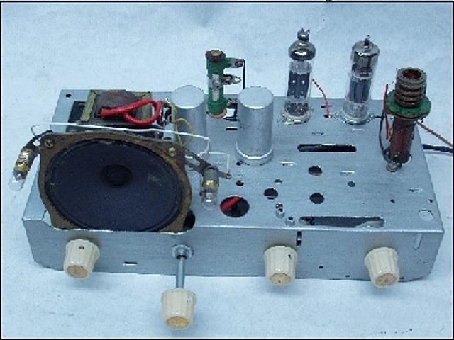 Edwin Howard inventa el circuito regenerativo que aumenta la calidad de las emisiones