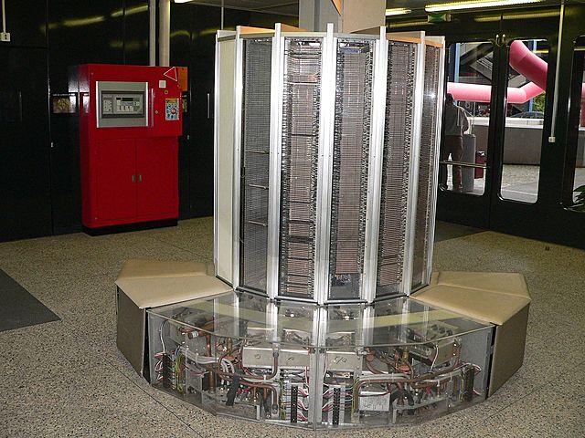 Первый успешный векторный суперкомпьютер Cray-1.