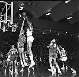 Wilt leads Warriors to NBA Finals